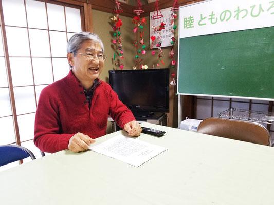 分厚い資料を作成して、熱意を込めた講演者横山博行さん