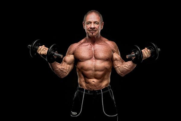 Bodybuilder beim Fotoshooting