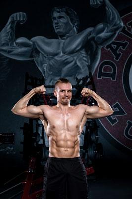 Bodybuildingfotoshooting im Fitnesscenter