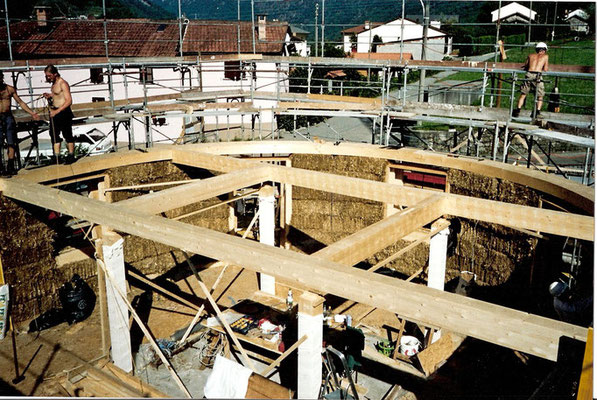 Strohballenhaus Hybridbauweise