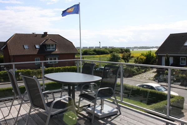 15 qm großer Balkon mit Seeblick