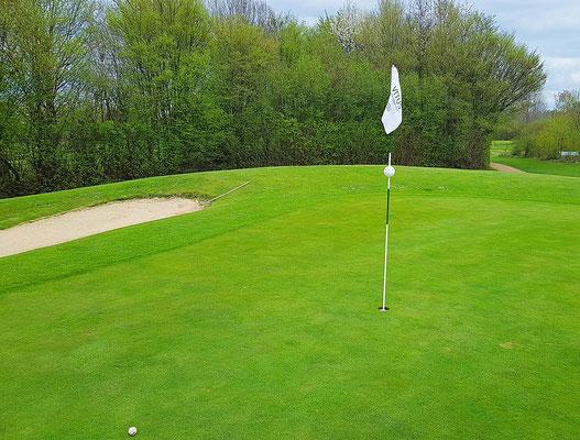 Neue Fahnen für die Golfsportanlage Wanlo