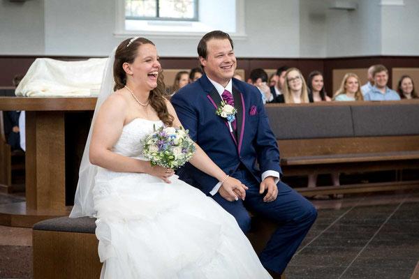 Das Paar bei der kirchlichen Trauung