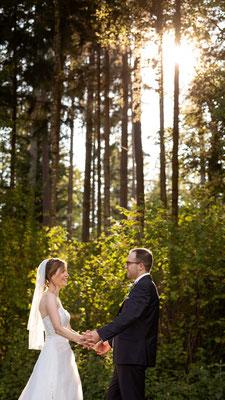 Hochzeitsfoto im Wald