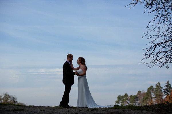 Braut und Bräutigam im siebten Himmel