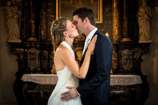 Der erste Kuss in der Kirche