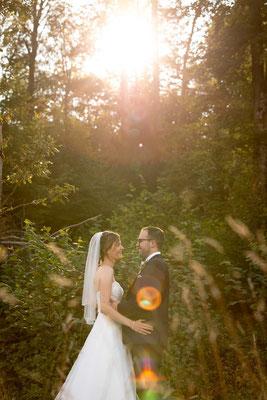 Hochzeitsfoto im Gegenlicht