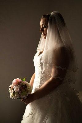 Die Braut mit dem Brautstrauss
