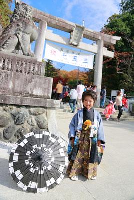 武田神社にて紋付袴が似合う五歳男の子七五三写真
