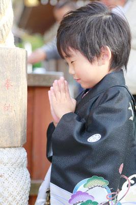 武田神社にて5歳七五三お詣りシーン