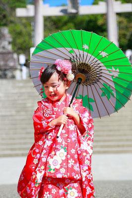 三歳女の子七五三撮影赤い被布がかわいい