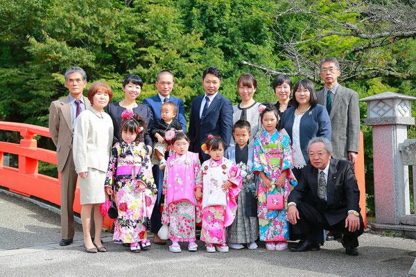 武田神社にて七五三家族集合撮影