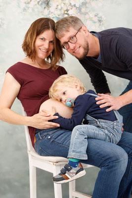 Schwangerschaftsfotoshooting im Studio Mumpf, alles warten auf das Baby ♥ Mumpf AG