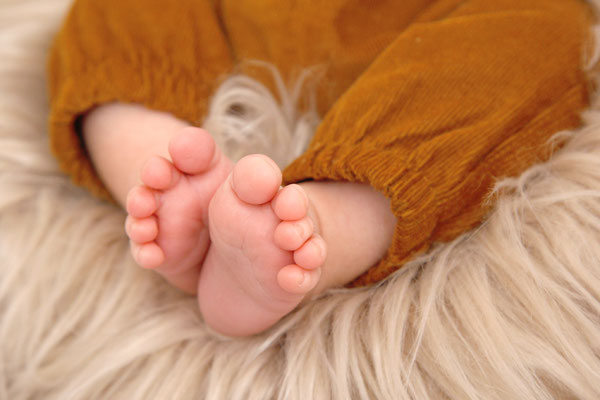 Newborn Fotoshooting - kleine Füsse - Homeshooting in Möhlin