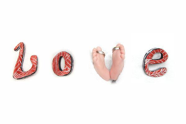 Babyfotografie, kleine Füsse mit Ringen - Love, Eiken