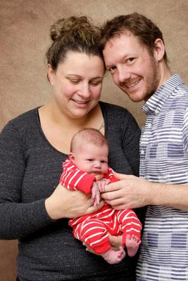 Newborn Fotoshooting -  Familienfoto - Laufenburg