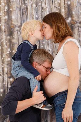 Babybauch Fotoshooting, alles freuen sich auf das Baby, Fotostudio in Mumpf AG