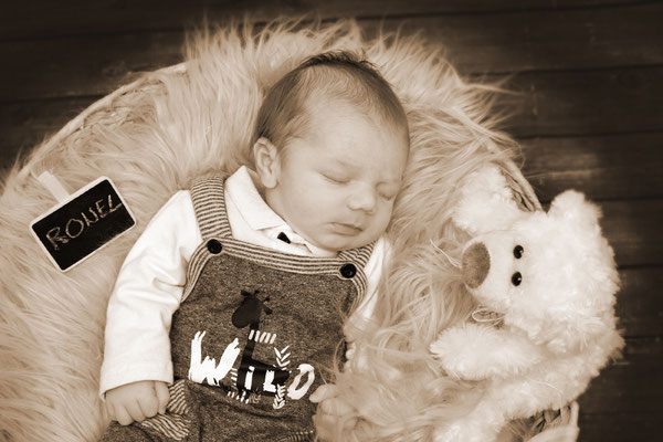Sepiatonung - Baby schläft im Körbli, Lenzburg