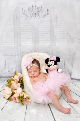 Babyfotografie, schlafende kleine Maus, Schenkon