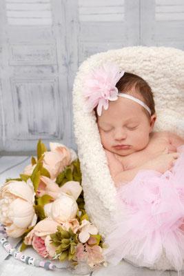 Baby Fotoshooting, kleine Prinzessin schläft im Babysessel ♥ Möhlin