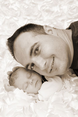 Newborn, Papa mit Sohn, Reinach AG
