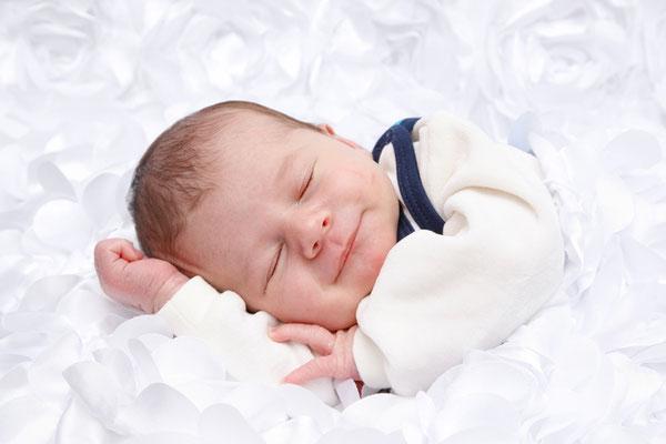 Newborn Fotoshooting Babylächeln, Reinach AG