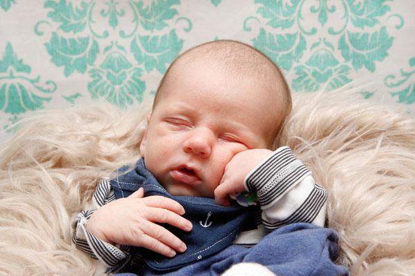 Newborn Home Fotoshooting, die Denker Pose ♥, Frick