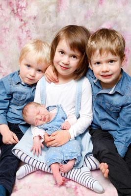 Familien Fotoshooting, Geschwisterfoto Homeshooting, Unterentfelden