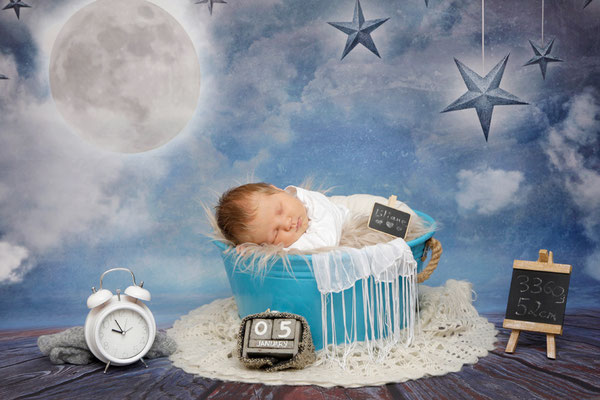 Babyshooting, kleine Maus schläft im Eimer, Fotostudio Mumpf