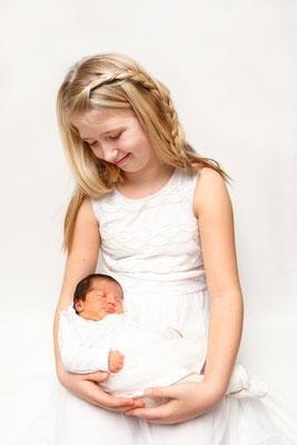 Baby Fotoshooting, glückliche grosse Schwester ♥, Möhlin