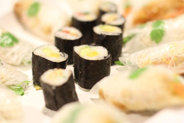 Vegane Sushi und Sommerrolls