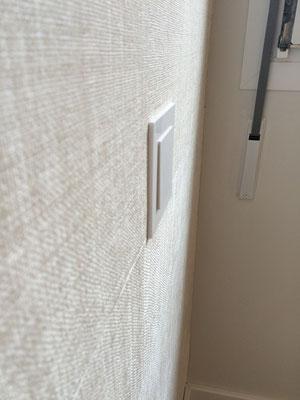 Mecanismo de luz que apenas sale de la pared