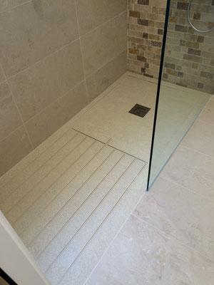 Plato de ducha de silex enrasado a suelo y con zona de secado