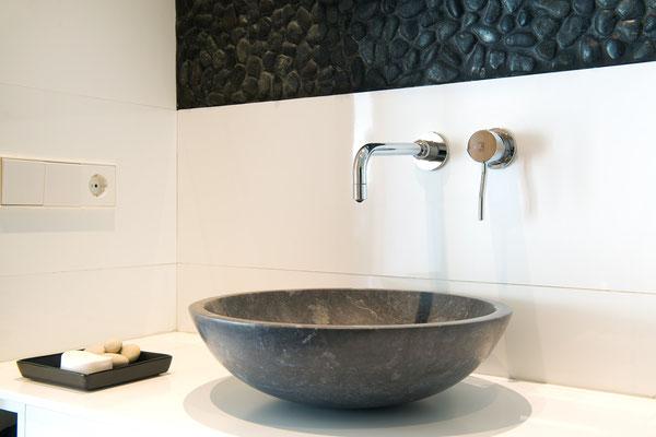 Baño planta sótano, lavabo de piedra