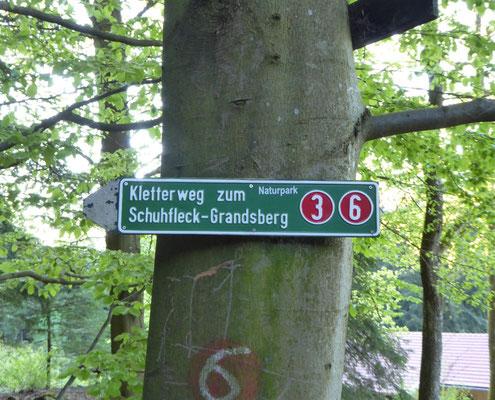 Markierung für den Klettersteig