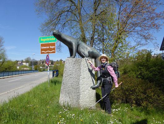 Frau mit Hut in Viechtach :-))