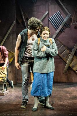 CARRIE - Das Musical, Carrie (Lorena Dehmelt) & Billy (Nils Marckwardt)