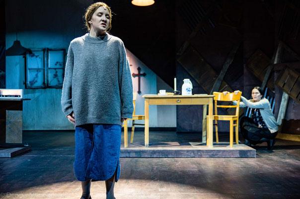 CARRIE - Das Musical, Margarete (Maya Hakvoort) & Carrie (Lorena Dehmelt)