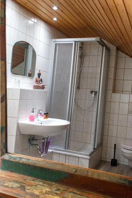 Badezimmer - Blick in den Spiegel