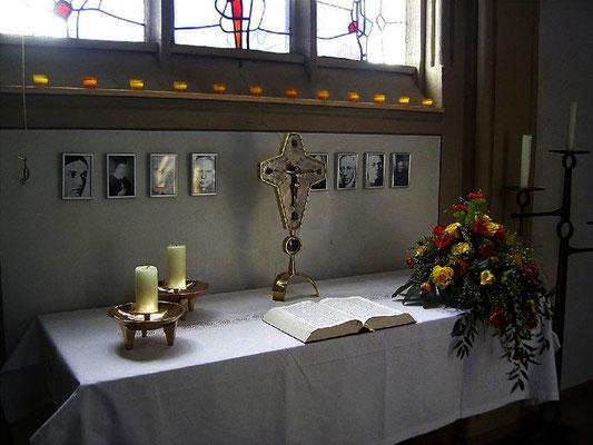 Altar in der Josephskapelle - das Kreuz wurde (2013?) vom Altar gestohlen)