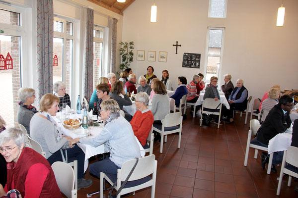 gemeinsames Mittagessen im Pfarrheim Vinnum, von den Landfrauen vorbereitet