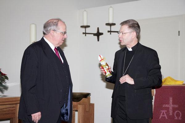 Weihbischof Stefan Zekorn im Gespräch mit Pastor Thorsten Melchert in der ev. Christuskirche