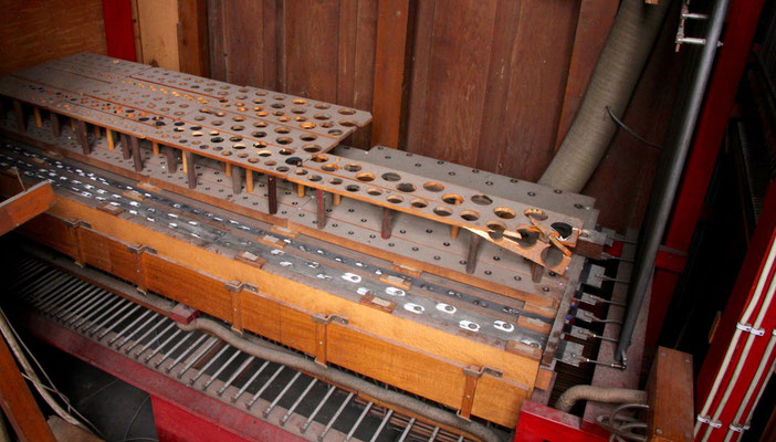 Die Orgelpfeifen sind ausgebaut ...