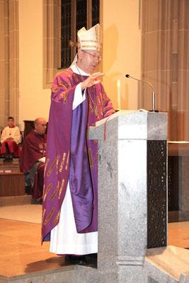 Weihbischof Stefan Zekorn bei der Predigt