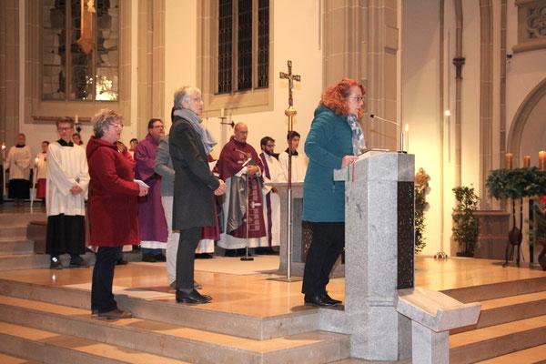 Mitglieder des Pfarreirates bei den Fürbitten
