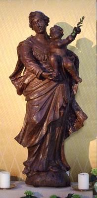 Eine Holzstatue