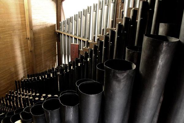 Blick auf die Orgelpfeifen
