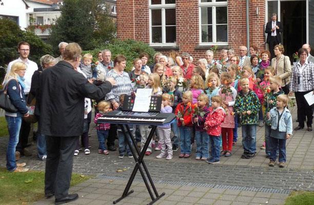 Der Kinderchor sang unter der Leitung von Klaus Nacke