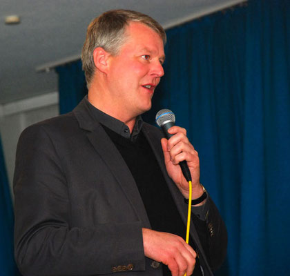 Pastor Bernd de Baey und ...