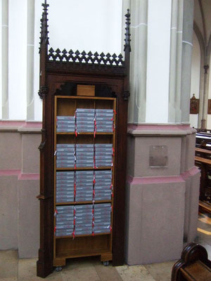 Ablage für die Gebetbücher - hergestellt aus einem alten Beichtstuhl